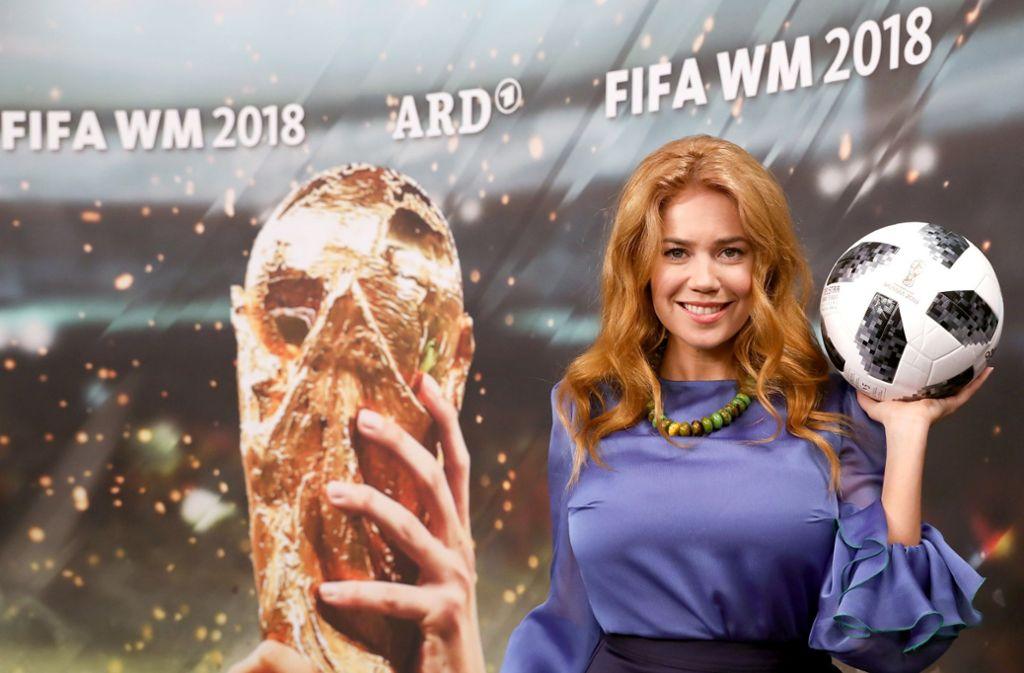 Selbstbewusst und vielseitig: Palina Rojinski reist  zur Fußball-WM nach Russland. Foto: dpa
