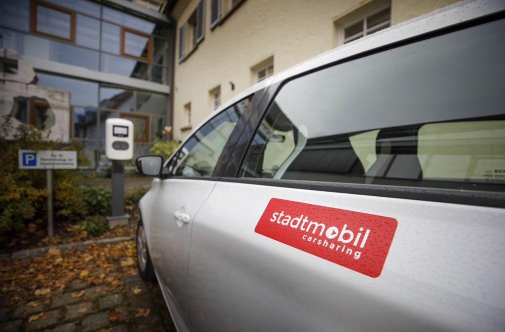 Die Bürgermeisterin hat ihren Parkplatz der Ladesäule geopfert. Foto: /Gottfried Stoppel