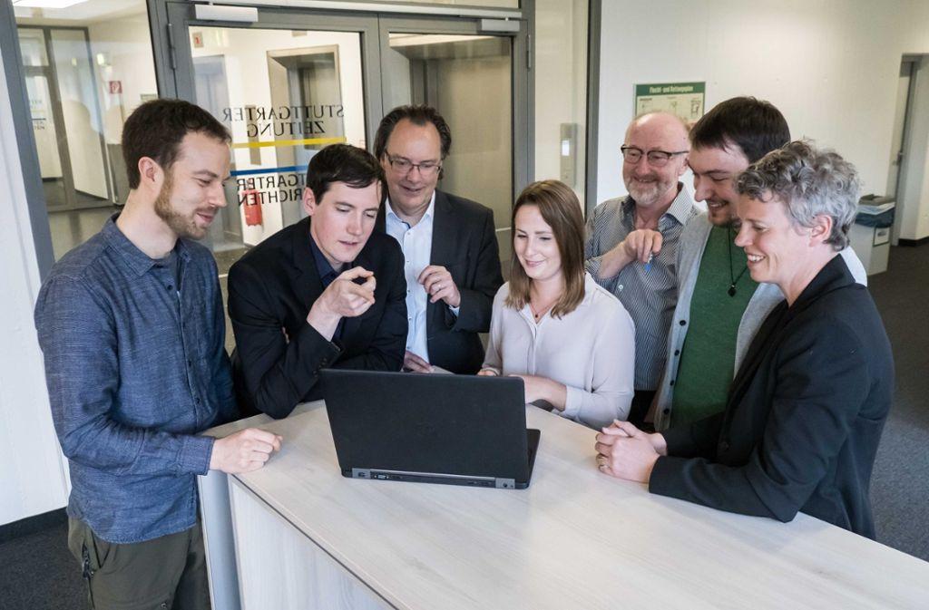 Der BW Atlas ist ein redaktionsübergreifendes Datenprojekt, an dem mehr als ein Dutzend Kollegen beteiligt sind. Dieses Bild zeigt das Kern-Team (von links): Christian Frommeld (Webentwicklung), Jan Georg Plavec (Projektleitung), Achim Wörner (Ressortleiter Baden-Württemberg / Region), Nina Scheffel (Datenrecherche), Norbert Burkert (Themenplanung), Yannik Buhl (Datenrecherche und -verarbeitung) sowie Stefanie Zenke (Projektleitung). Foto: Lichtgut/Achim Zweygarth