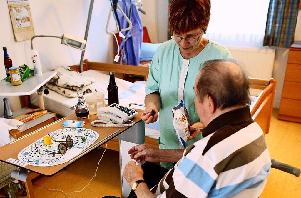 Die Stadt plant in Vaihingen 150 neue Plätze für die stationäre Pflege. Foto: dpa