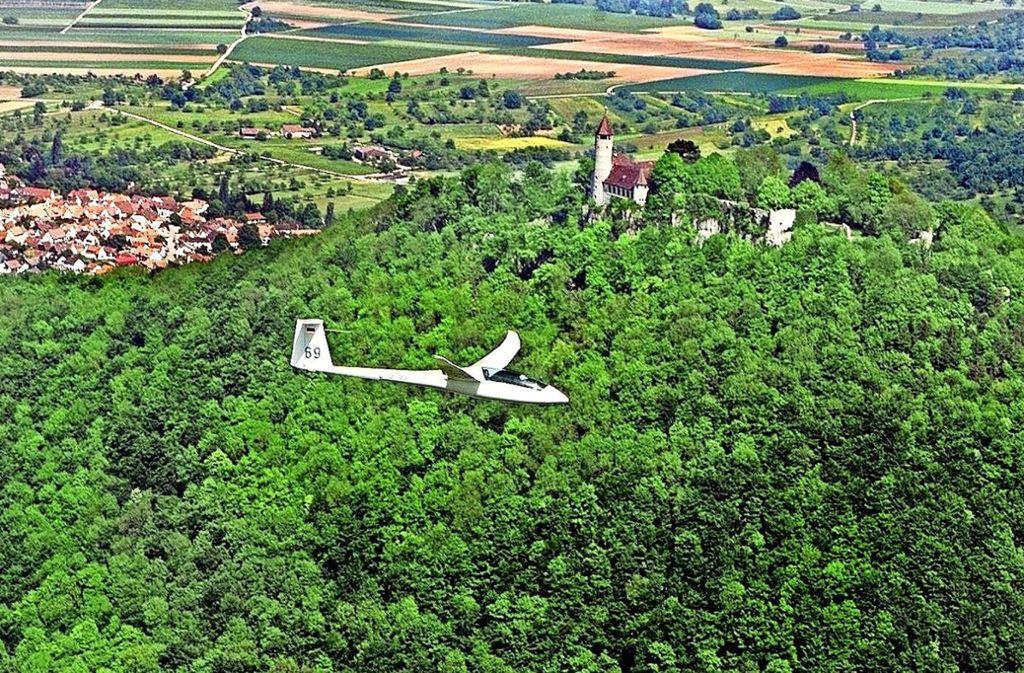 Sport in der Natur steht 2019 bei der Sportregion Stuttgart im Fokus: Dazu gehört auch das Segelfliegen, wie hier an der Burg Teck. Foto: Horst Rudel