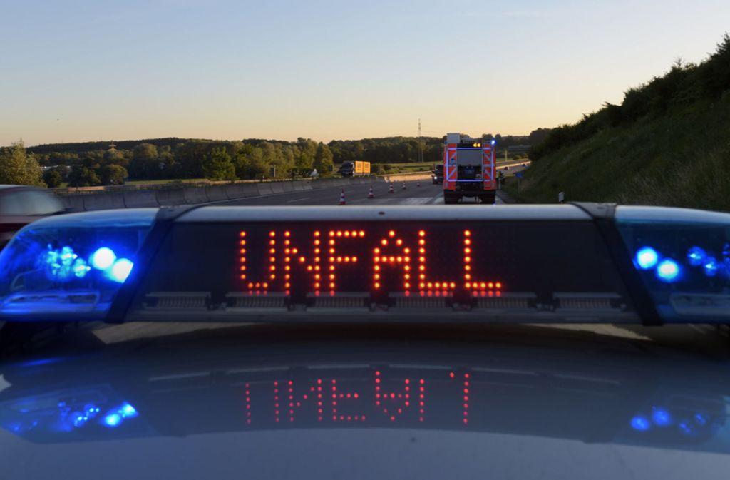 Ein Betrunkener hat in Remseck am Neckar einen Unfall verursacht. (Symbolbild) Foto: dpa