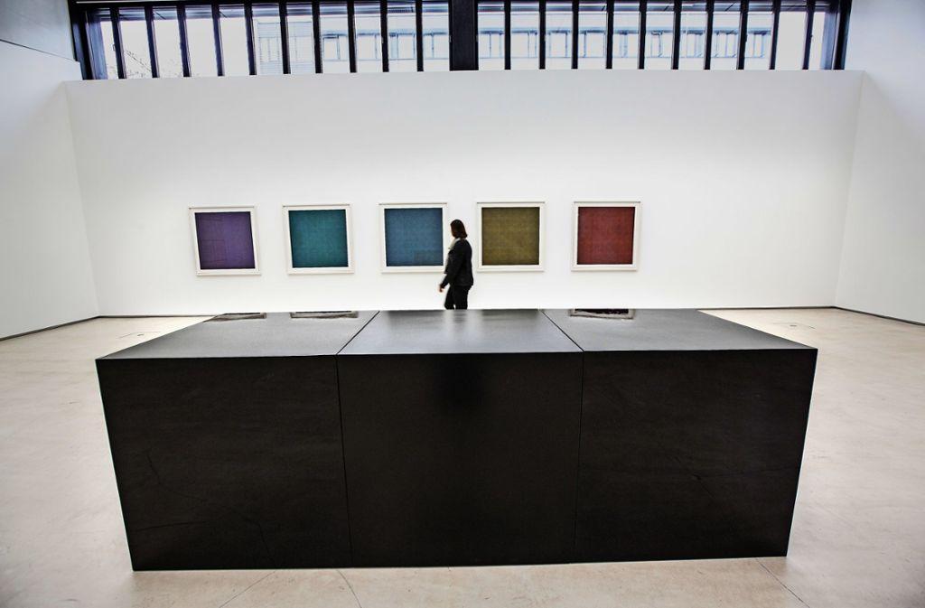 """Sol LeWitts """"Black Cubes"""" sind in der Galerie zu sehen. Foto: /Horst Rudel"""