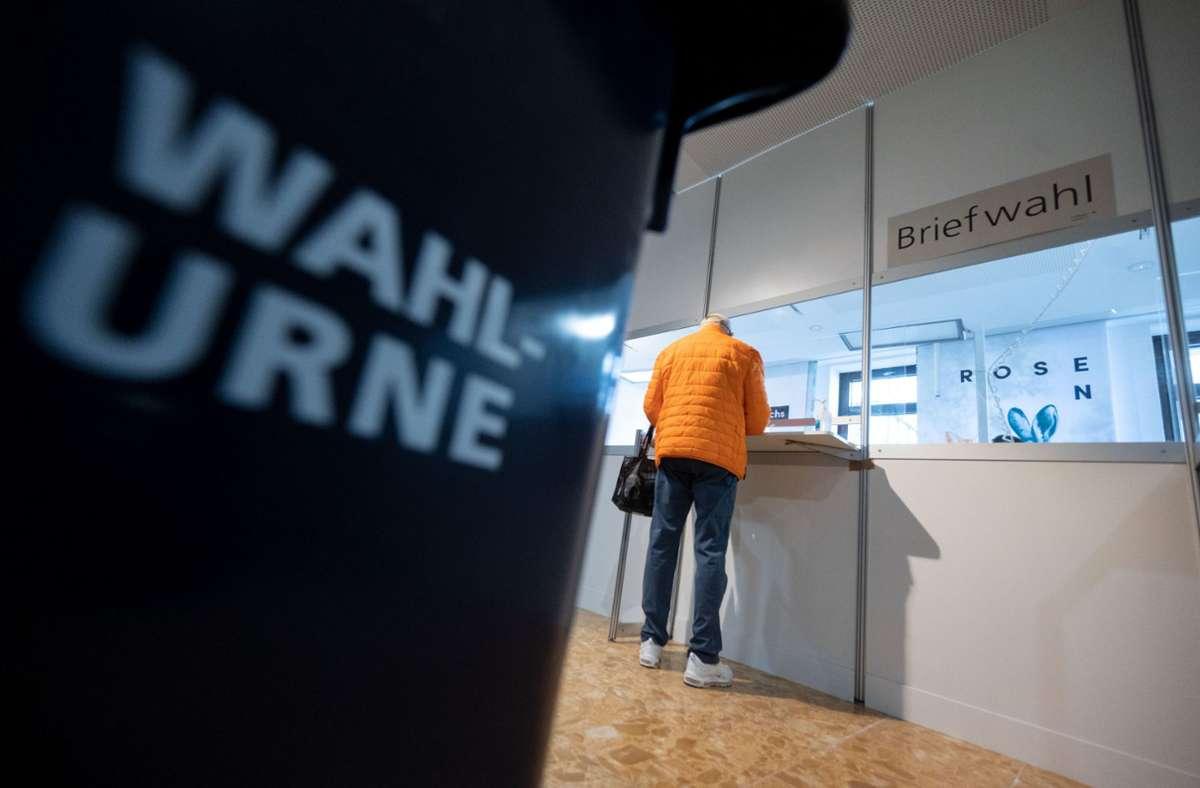 Die Pandemie soll sich laut Wahlforschern nicht auf die Wahlbeteiligung auswirken. (Symbolbild) Foto: dpa/Marijan Murat
