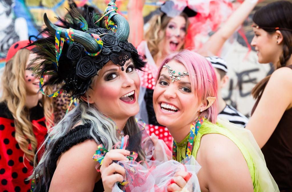 """In der """"fünften Jahreszeit"""" wird traditionell eine Menge gefeiert, meist natürlich verkleidet. Foto: Shutterstock/Kzenon"""