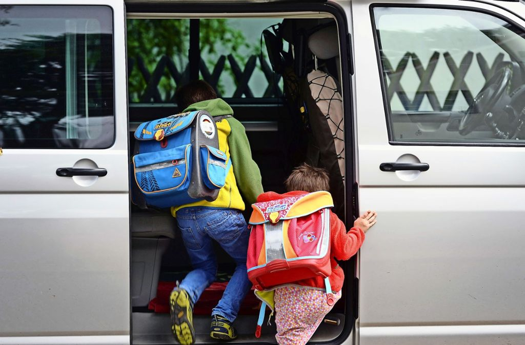 Bequem für die Kinder, wenn das Elternauto nach Schulschluss wartet. Aber ist es eine gute Lösung? Foto: dpa