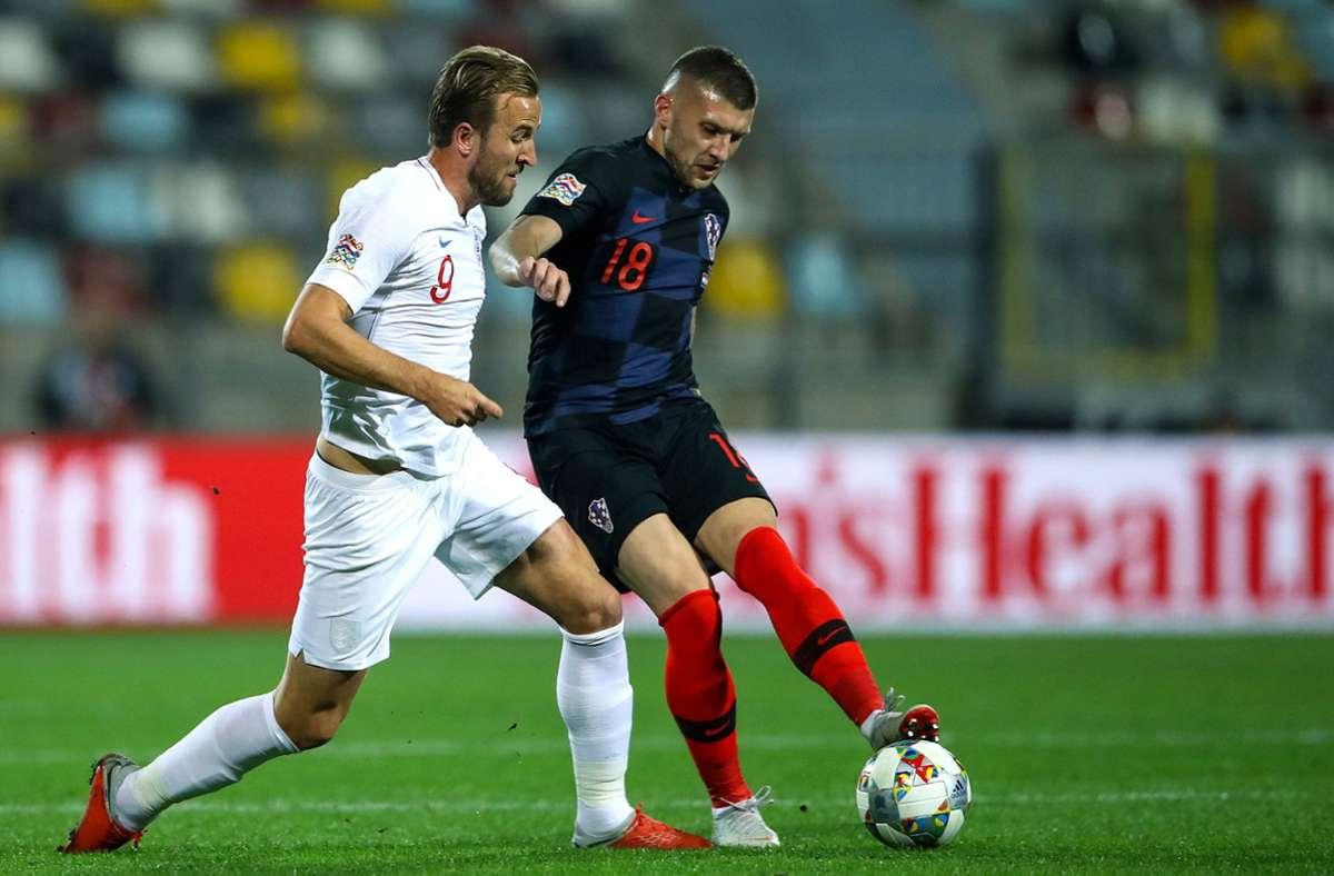Am Sonntag kommt es zum Topspiel zwischen Kroatien mit Ante Rebic (rechts) und England mit Harry Kane. Foto: dpa/Tim Goode