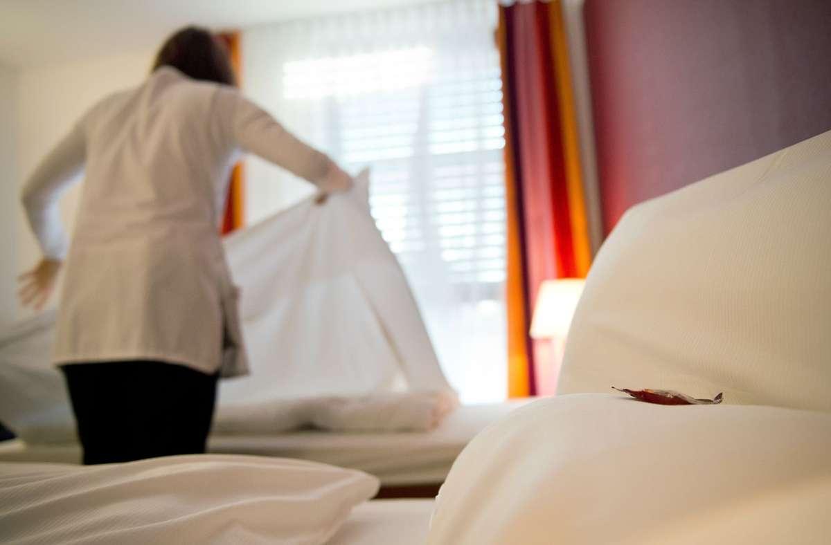 Vor allem im Hotel- und Gastgewerbe reicht die Arbeit oft nicht für eine auskömmliche Rente. Foto: picture alliance / /Jan-Philipp Strobel