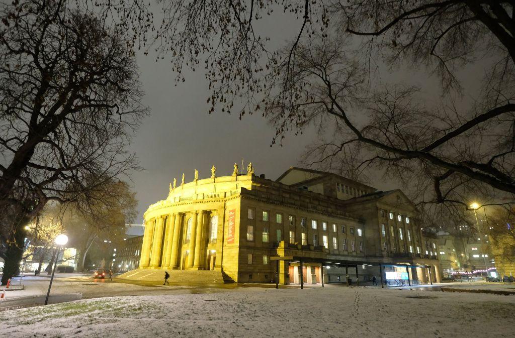Geprüft werde in der Stadtverwaltung derzeit, ob für die sanierungsbedürftige Oper eine Ersatzspielstätte im Zentrum gebaut werden kann. Foto: dpa