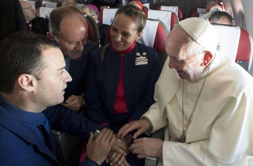 Papst traut Paar während eines Fluges in Chile