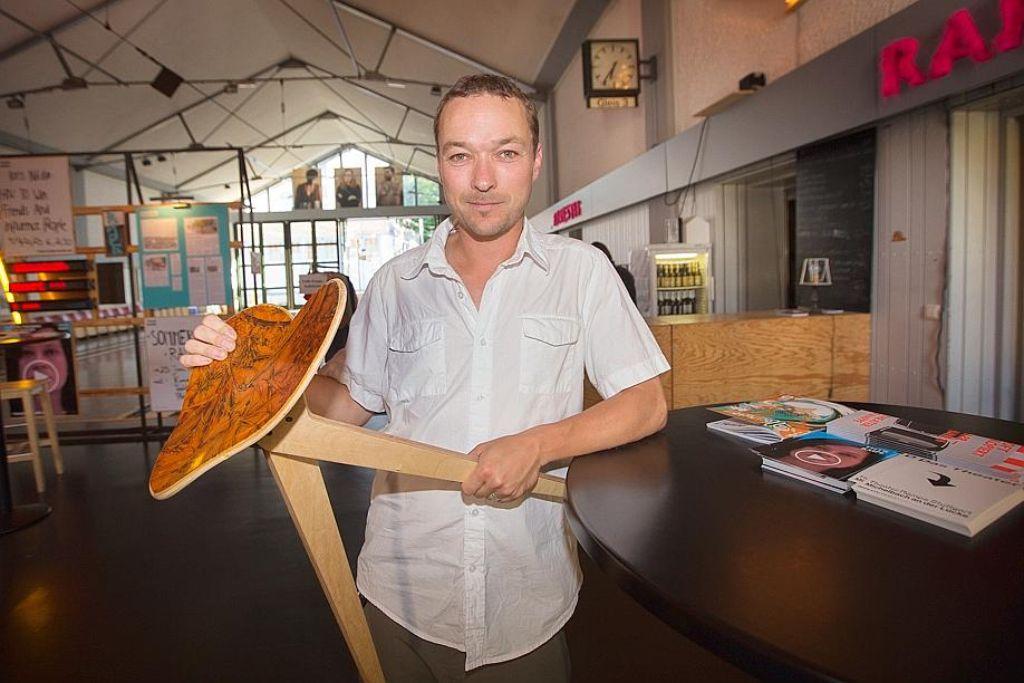 Florian Bürkle habe durch die Auszeichnung einen enormen Sprung gemacht: Vom Designer zum Produzenten. Foto: Lichtgut/Ines Rudel