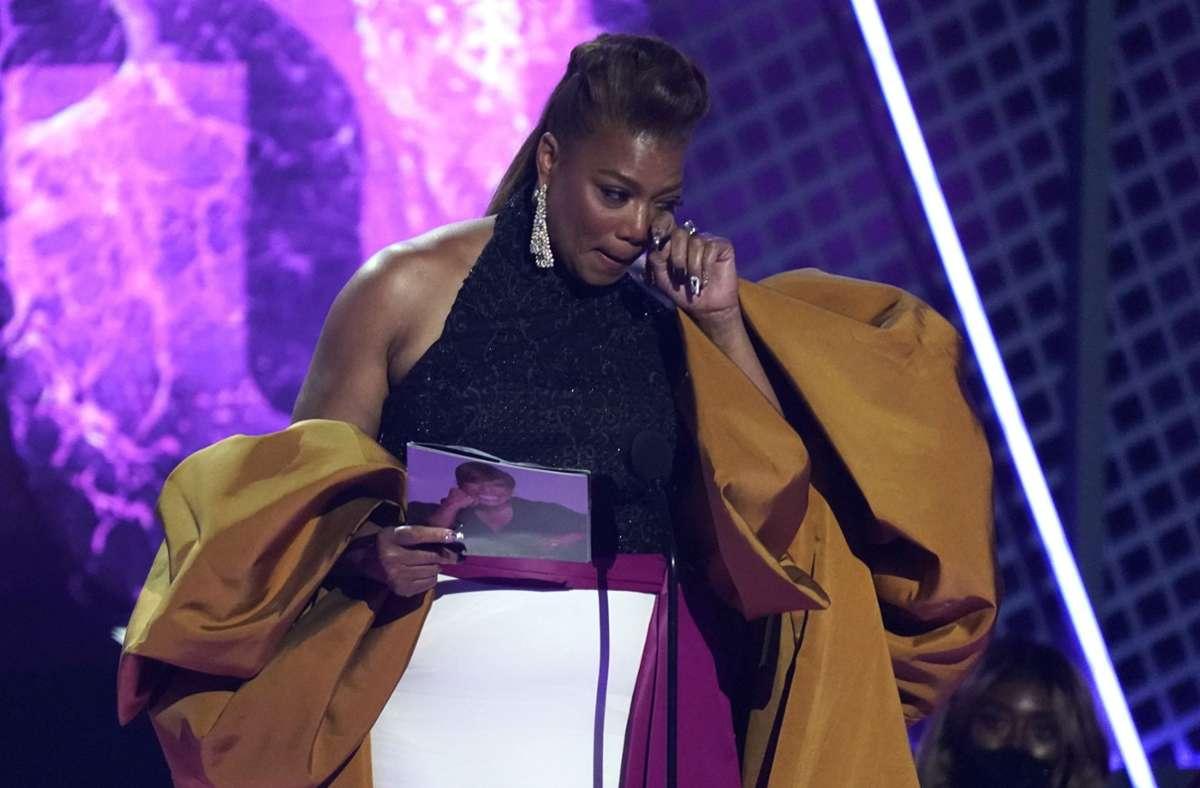 Die US-amerikanische Hip-Hop-Musikerin und Schauspielerin Queen Latifah nimmt in Los Angeles den Preis für ihr Lebenswerk bei den BET Awards im Microsoft Theater entgegen. Foto: dpa/Chris Pizzello