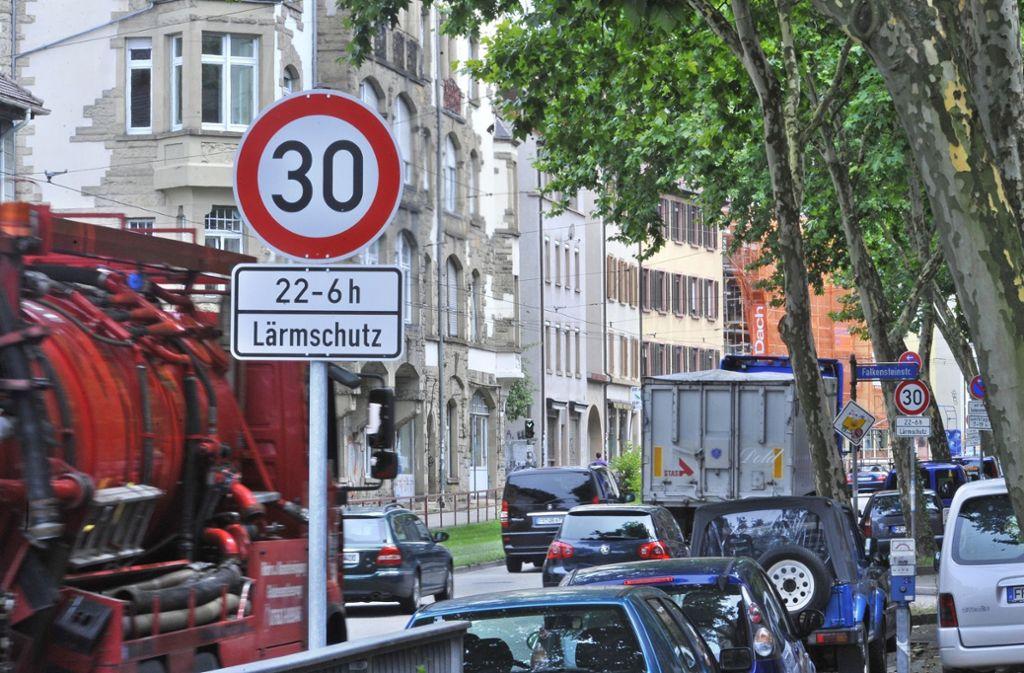 Auch in Uhldingen werden nun solche Schilder wie hier in Freiburg aufgestellt. Foto: pmb/Michael Bamberger