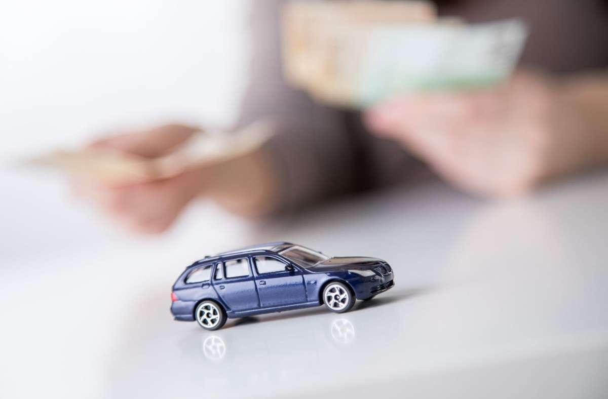 Bei der Kfz-Versicherung können Autofahrer  wegen Corona deutlich sparen. Foto: dpa/Christin Klose
