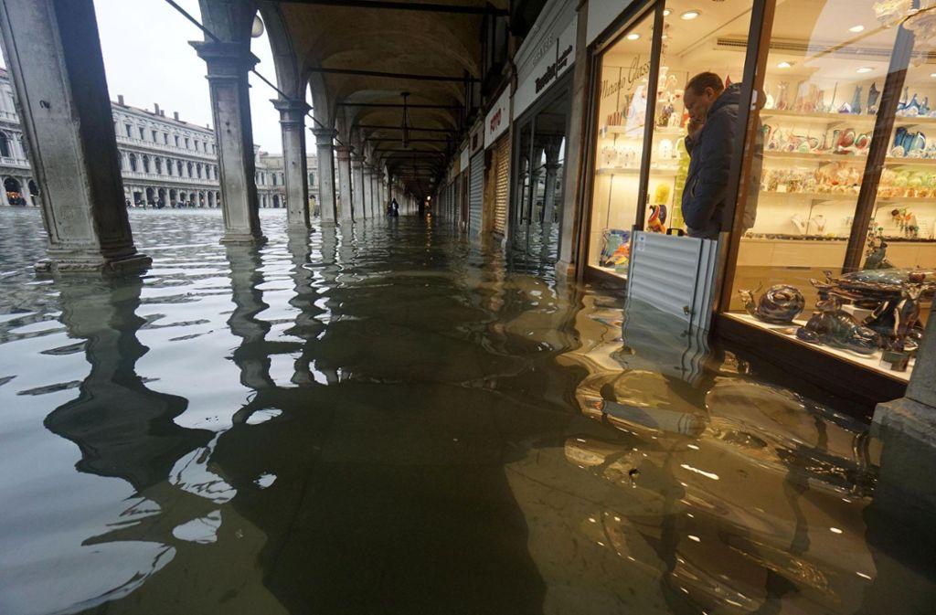 """Insgesamt nahmen in Venedig die Fälle von """"Acqua Alta"""" in den vergangenen Jahren deutlich zu. Foto: dpa/Andrea Merola"""
