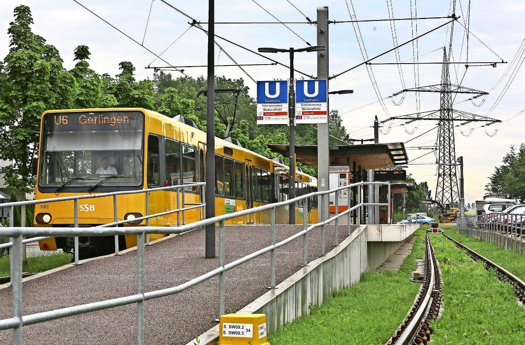 Noch ist der Schelmenwasen auf dem Fasanenhof die Endhaltestelle der U6. Ab Mitte 2018 soll die Stadtbahntrasse bis Flughafen/Messe verlängert werden. Foto: Archiv Achim Zweygarth