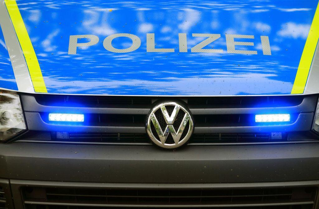 Die Polizei sucht nach Randalierern, die in Vaihingen/Enz ihr Unwesen trieben. Foto: picture alliance/dpa/Jens Wolf