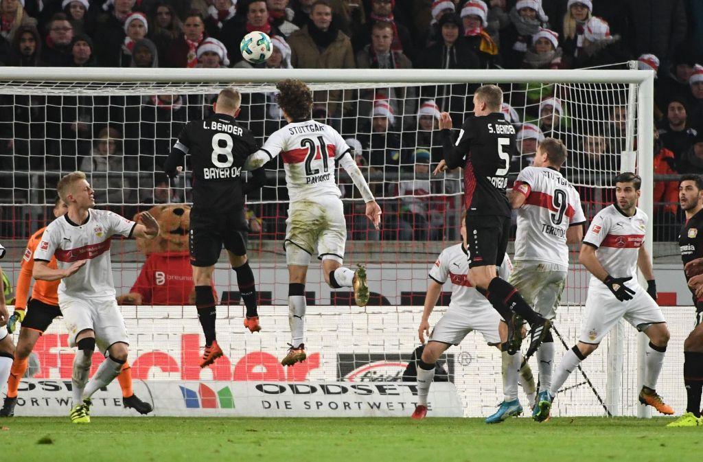 Bayer Leverkusen hat die Festung Stuttgart eingenommen und ist erstmals in dieser Saison auf einen Champions-League-Platz geklettert. Foto: dpa
