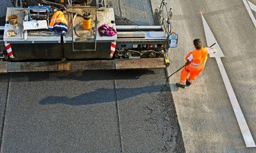 Für die Instandhaltung  der Straßen in Baden-Württemberg wurde 2015 weit mehr Geld ausgegeben als für ganz neue Verkehrswege. Foto: dpa
