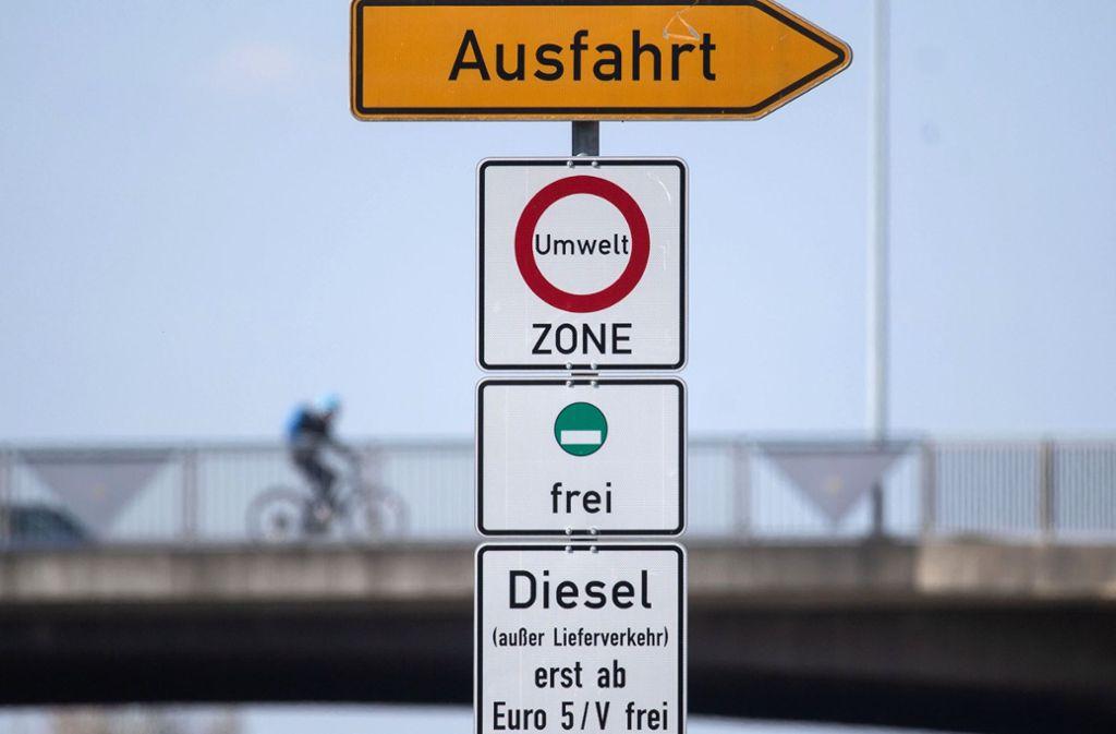 Die Regierung muss auch für Euro-5-Diesel ein Fahrverbot vorsehen, fordert das Gericht. Foto: dpa