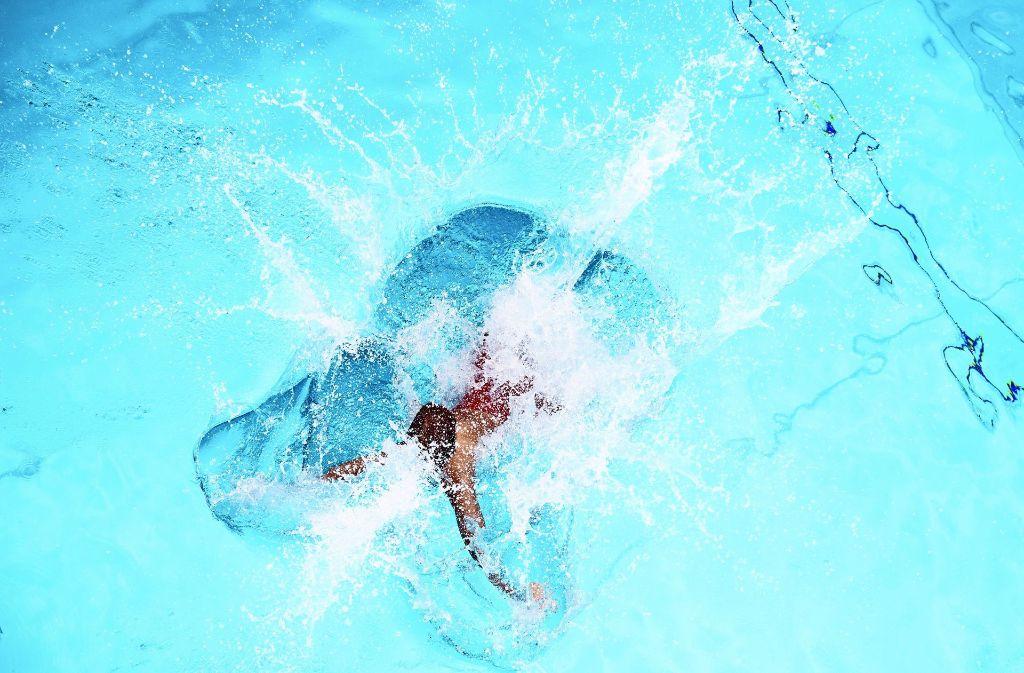 So mancher Tag fiel zwar ins Wasser, doch die Gesamtbilanz der Badbetreiber fällt nicht so schlecht aus wie im Vorjahr. Hier ein Foto  aus dem Höhenfreibad. Foto: Lichtgut/Oliver Willikonsky