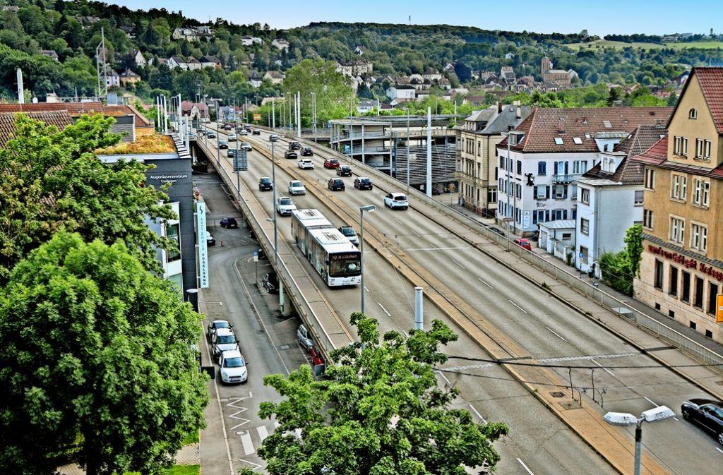 44000 Fahrzeuge überqueren Tag für Tag die Vogelsangbrücke. Schon die Schließung der Dieter-Roser-Brücke mit 13500 Autos täglich hat zu langen Staus geführt. Foto: Rudel/Archiv