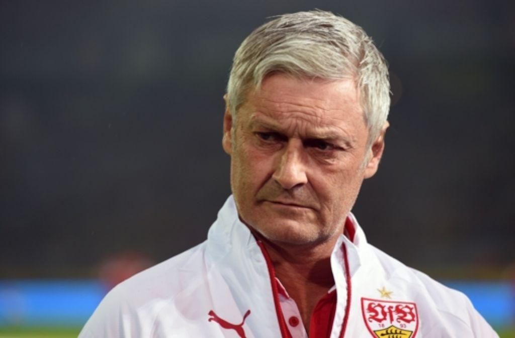 Armin Veh wirft als Cheftrainer des VfB Stuttgart des Handtuch. Foto: AFP