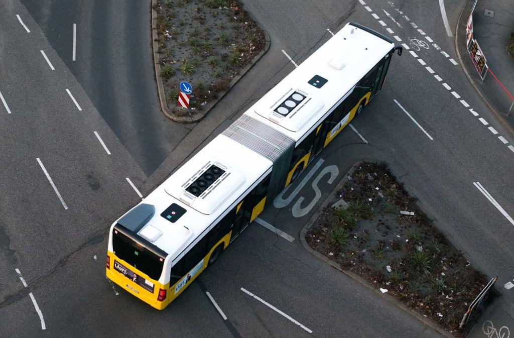 Kontrolleure hatten es in einem Stuttgarter Bus mit einem rabiaten Fahrgast zu tun (Symbolbild). Foto: Lichtgut/Max Kovalenko