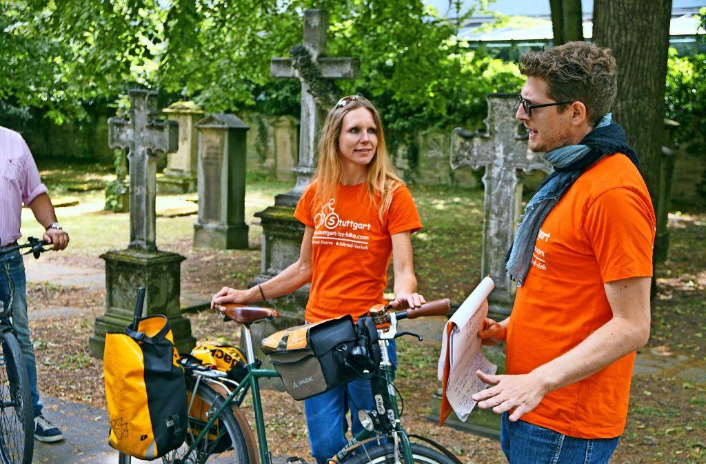 Jana Heimel und einer ihrer Tour-Guides bei der ersten großen geführten Fahrradtour durch die Stadt Foto: privat