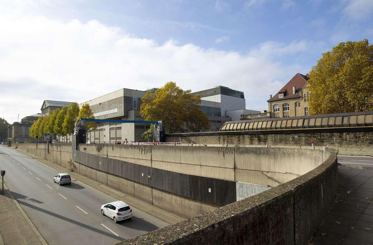 Hier werden die Autos vermutlich weiterhin unten fahren. OB-Kandidat Hannes Rockenbauch möchte das allerdings verhindern. Foto: Lichtgut/Leif Piechowski