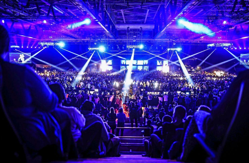 Mächtig was los: Die Schleyerhalle am Freitagabend beim Finale der Hitparade Foto: Lichtgut/Christoph Schmidt