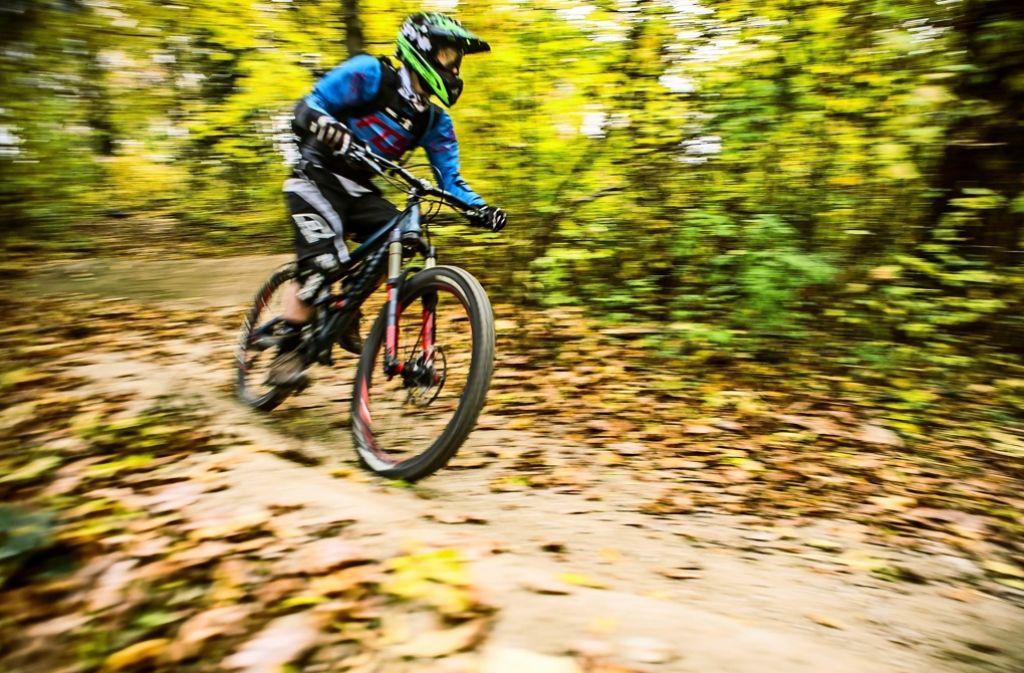 Rasant  abwärts geht es auf der Downhillstrecke zwischen Sonnenberg und Stuttgart-Süd. Aber auch die Verletzungsgefahr ist hoch. Foto: Lichtgut/Max Kovalenko