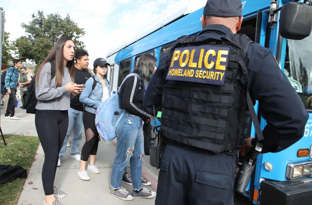 Eltern und Schüler sind geschockt. Foto: AFP/MARIO TAMA