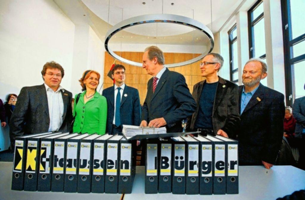 OB Schuster hat die Unterschriften für ein Bürgerbegehren 2011 entgegen genommen. Foto: Steinert
