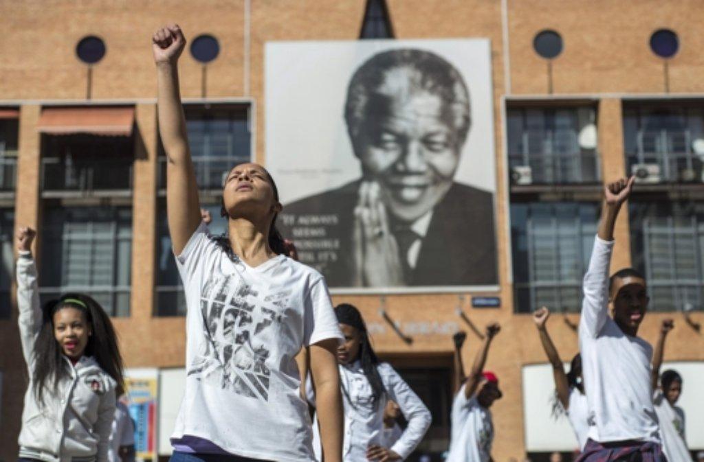Am internationalen Nelson-Mandela-Tag finden 800 Aktionen zu Ehren des Friedensnobelpreisträgers statt.  Foto: EPA