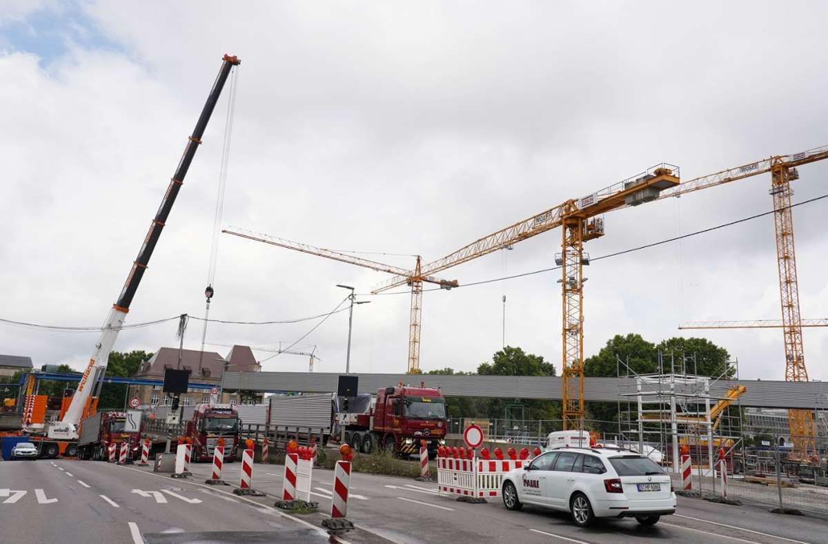 Die Tunnel-Baustelle am Gebhard-Müller-Platz sorgt für Einschränkungen im Verkehr. Foto: Andreas Rosar Fotoagentur-Stuttg/Andreas Rosar Fotoagentur-Stuttg