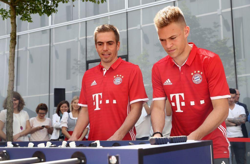 Philipp Lahm (li.) hört zum Saisonende auf, Joshua Kimmich will sein Nachfolger als Rechtsverteidiger des FC Bayern sein. Foto: Getty