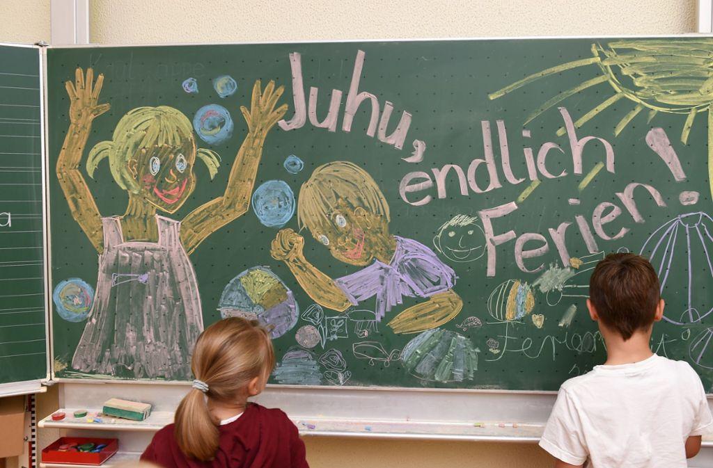 Der Ton im Streit über die Sommerferien in Deutschland hat sich am Donnerstag noch einmal verschärft. Foto: dpa/Felix Kästle