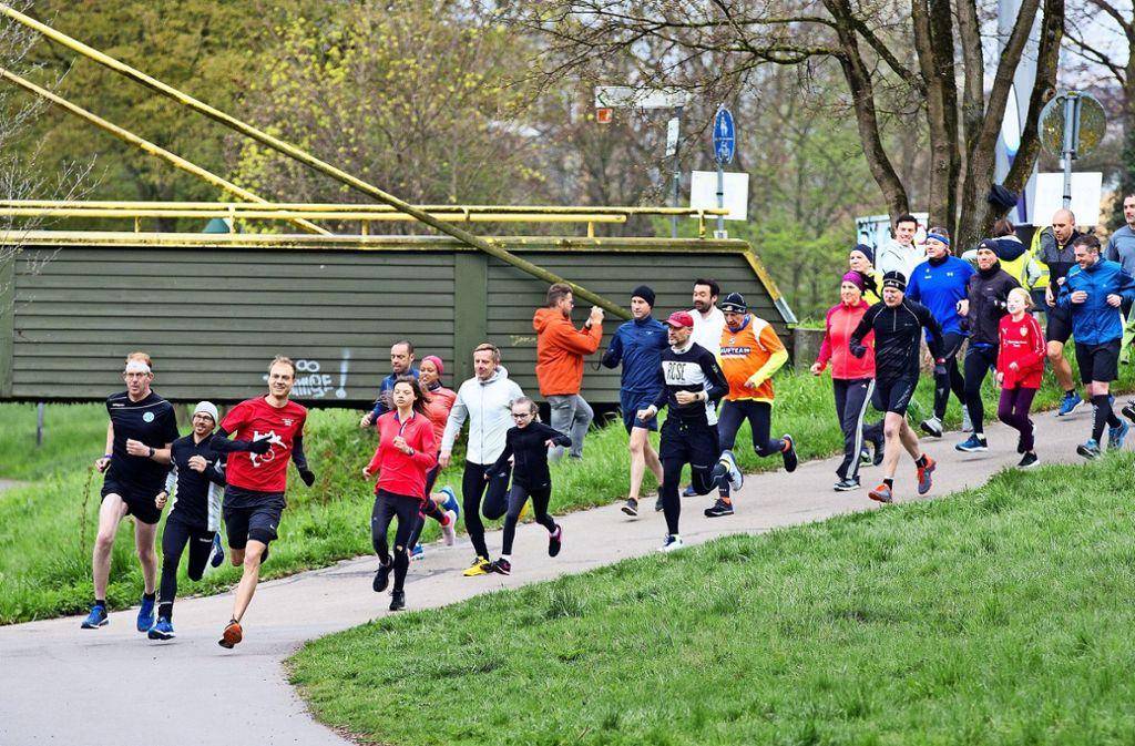 Frohen Mutes sind die Läufer am Samstag um 9 Uhr gestartet. Foto: Horst Rudel