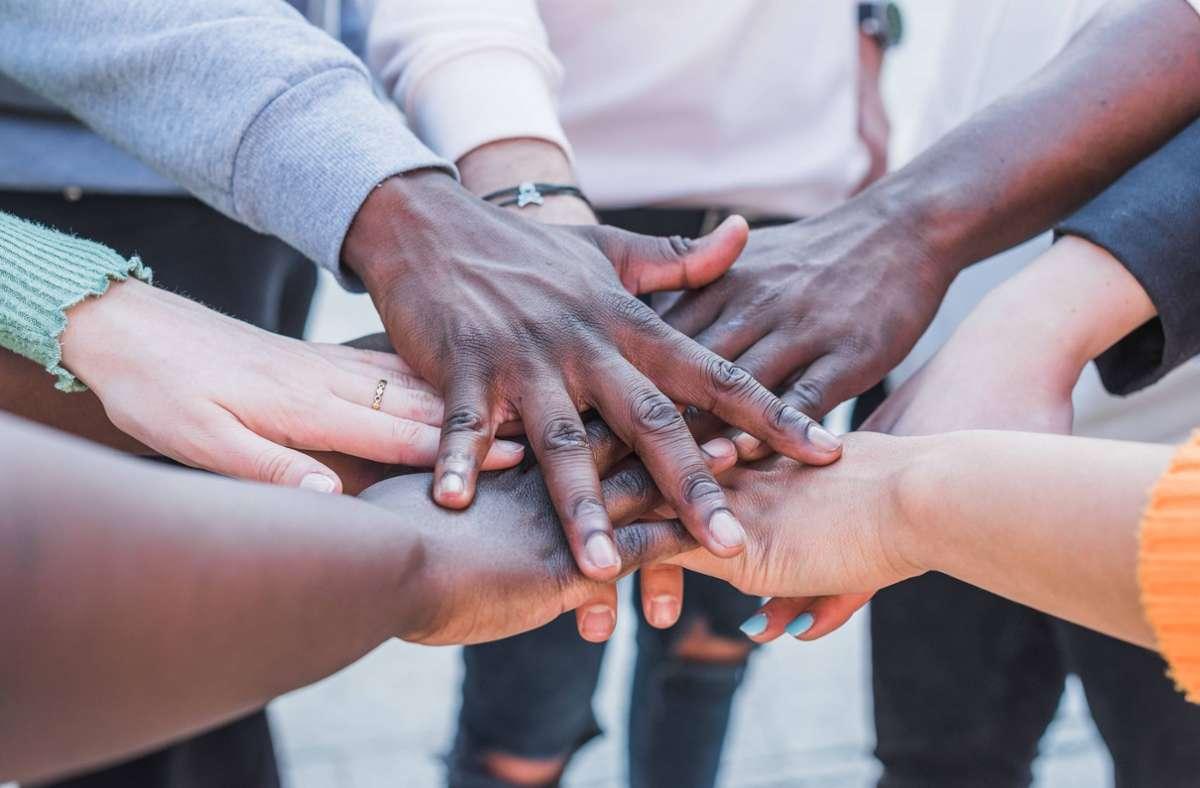 Warum Nichtwissen uns mit anderen verbindet, führt  etwa der Philosoph John Rawls aus. Foto: imago images/Addictive Stock