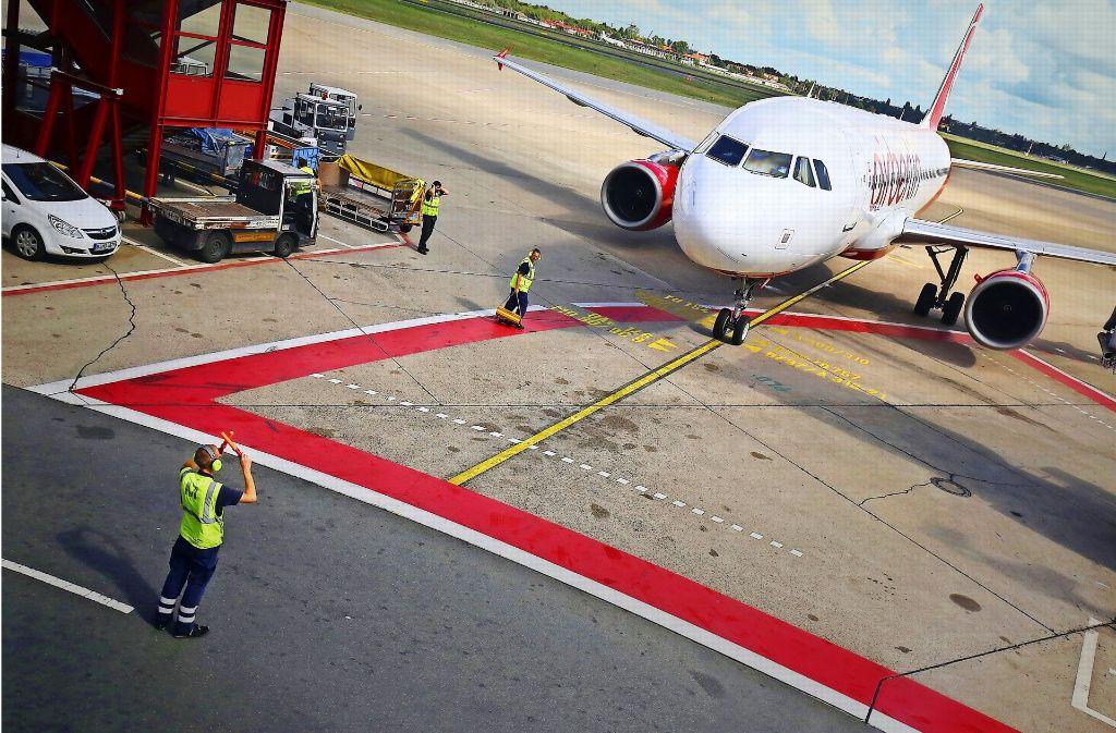 Bis 12. Oktober soll feststehen, wie die turbulente letzte Reise für Air Berlin bis zum Ende des Jahres weitergeht. Foto: dpa