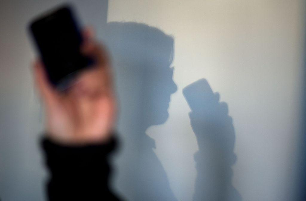 Die Polizei Stuttgart warnt erneut vor Telefonbetrügern, die sich als Polizeibeamte ausgeben. (Symbolbild) Foto: dpa-Zentralbild