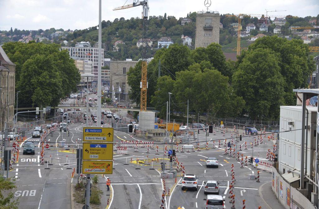 Stuttgarter lieben ihre Stadt – doch es gibt auch einige Ärgernisse. In unserer Fotostrecke zeigen wir 20 Dinge, über die sich Stuttgarter aufregen. Foto: Andreas Rosar Fotoagentur-Stuttgart
