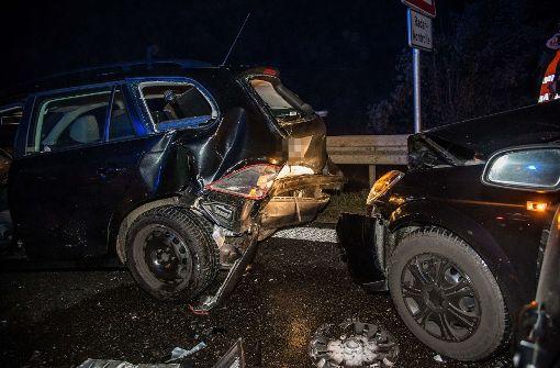 Frau nach Kollision dreier Autos schwer verletzt