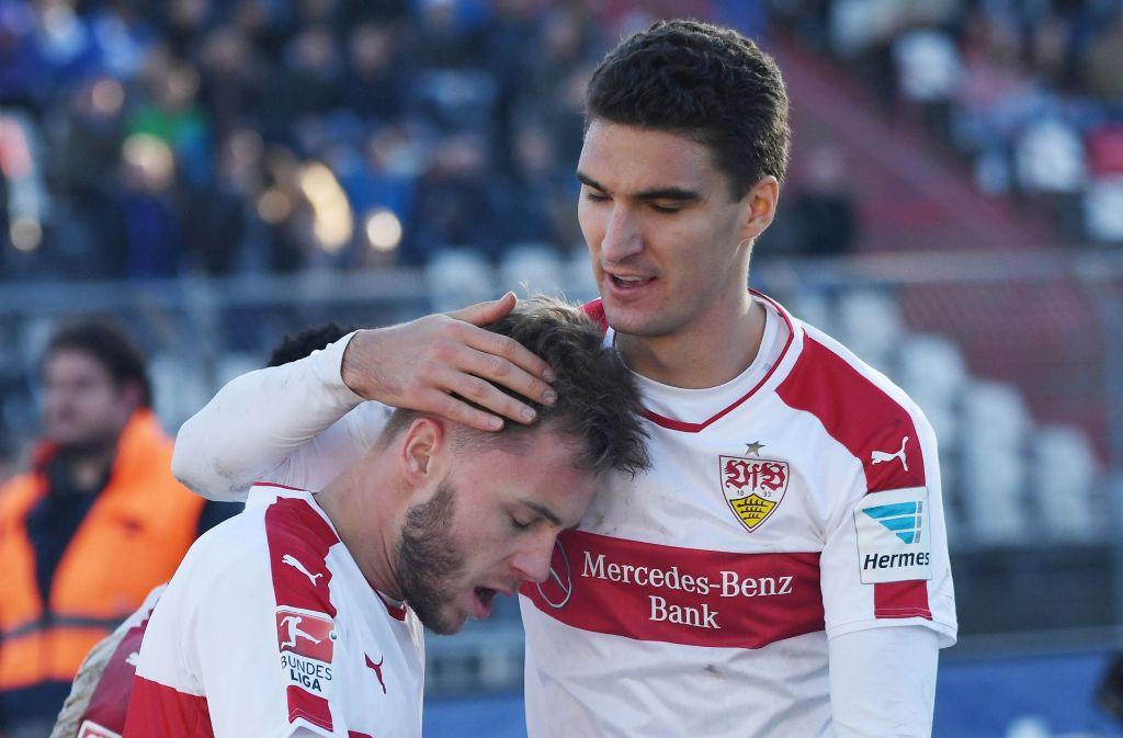 Endlich mittendrin: VfB-Abwehrspieler Marcin Kaminski (re.) mit Alexandru Maxim Foto: dpa