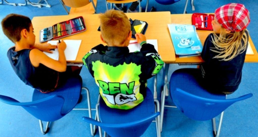 Stifte spitzen und Hefte beschaffen, am Montag beginnt das neue Schuljahr. Der Kultusminister sieht sich gut darauf vorbereitet. Foto: dpa