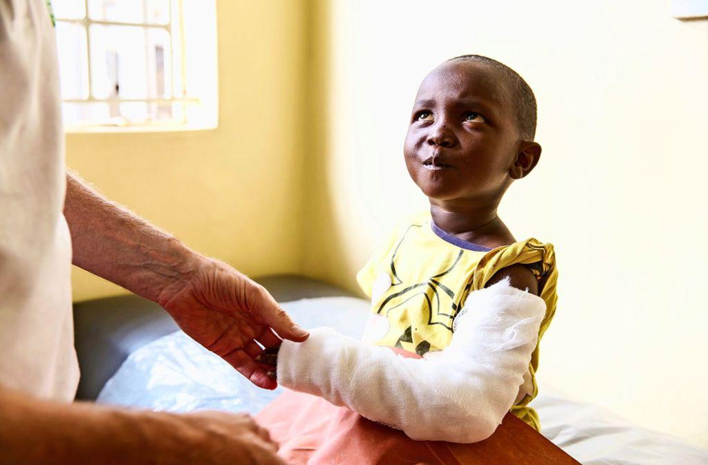 Die meisten Patienten, die im Baraka Medical Centre in Nairobi behandelt werden, nehmen die   Hilfe, die ihnen dort zuteil wird, dankbar an. Foto: Miro May