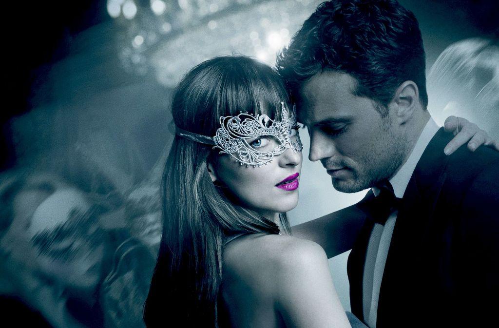 Anastasia Steele (Dakota Johnson) weiß die Fesselkünste von Christian Grey (Jamie Dornan) zu schätzen. Foto: Universal Pictures
