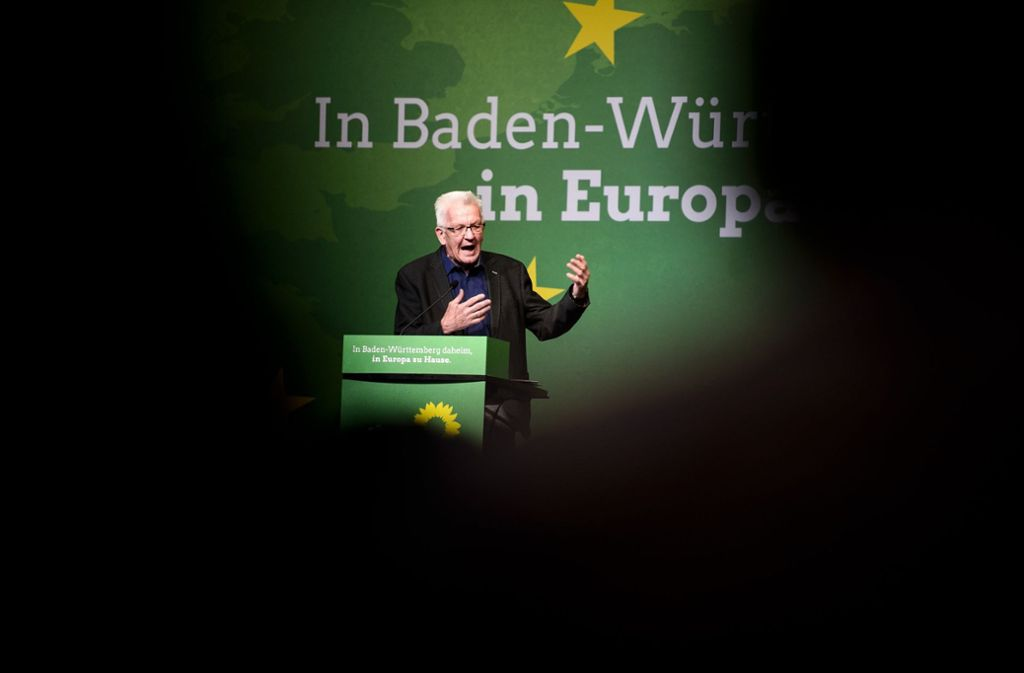 """Ministerpräsident Winfried Kretschmann sprach auf dem Landesparteitag der Grünen in Leinfelden-Echterdingen von einer """"ernsten Bedrohung der Koalition"""". Foto: dpa"""