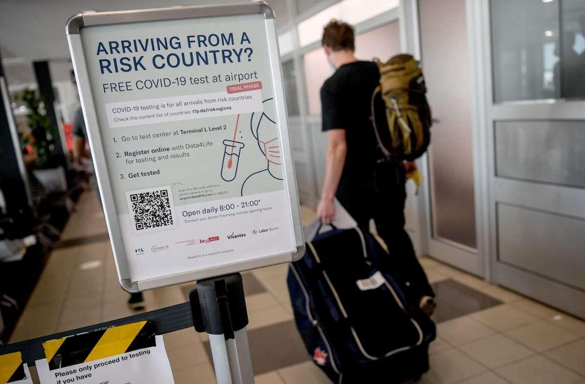 Beamte sollten laut Innenministerium einen weiten Bogen um Corona-Risikogebiete machen. Foto: dpa/Britta Pedersen
